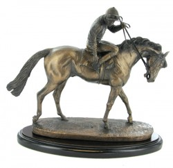 Picture of On Parade Horse Figurine with Base (David Geenty)