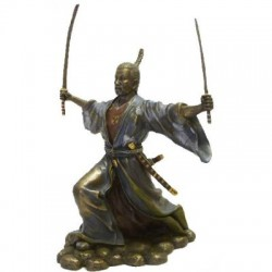 Picture of Samurai with Two Swords Attacking Figurine